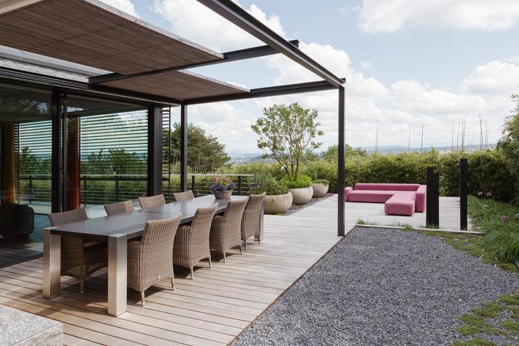 Objekt 311 / meier architekten meier architekten zürich Moderner Balkon, Veranda & Terrasse Holz