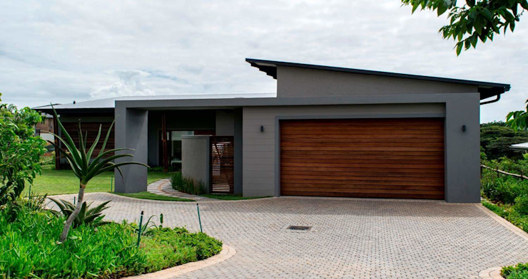 Modern family home in the heart of Simbithi Eco Estate CA Architects Modern houses