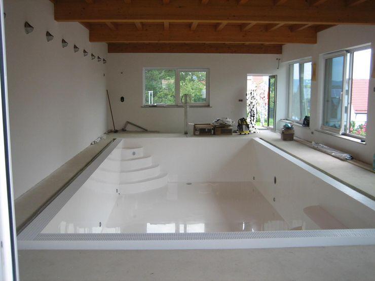 Aquazzura Piscine Piscinas de estilo clásico Compuestos de madera y plástico Blanco