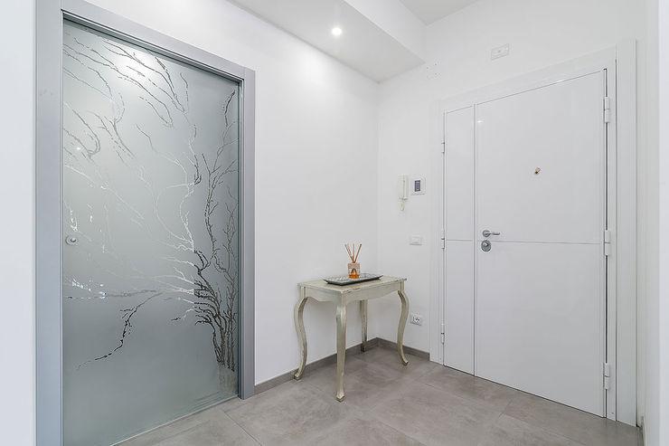 Ingresso Facile Ristrutturare Ingresso, Corridoio & Scale in stile moderno