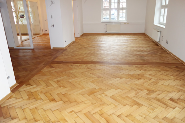 Parkett Kessel Meisterfachbetrieb Oficinas y tiendas de estilo clásico Madera Marrón