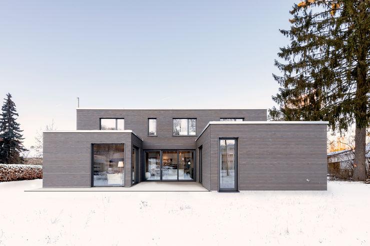 wohnhaus b sebastian kolm architekturfotografie Moderne Häuser Holz Braun