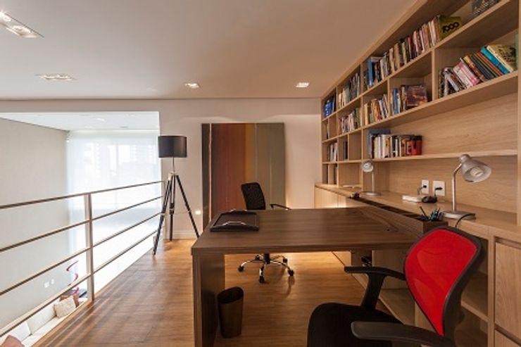 Camila Giongo Arquitetas Associadas - Decoração de Interiores ME Modern Çalışma Odası Ahşap Bej