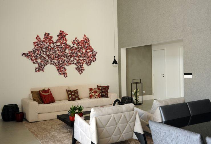 Camila Giongo Arquitetas Associadas - Decoração de Interiores ME Modern Oturma Odası Taş Gri