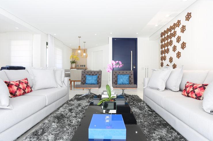 Camila Giongo Arquitetas Associadas - Decoração de Interiores ME Modern Oturma Odası Seramik Beyaz