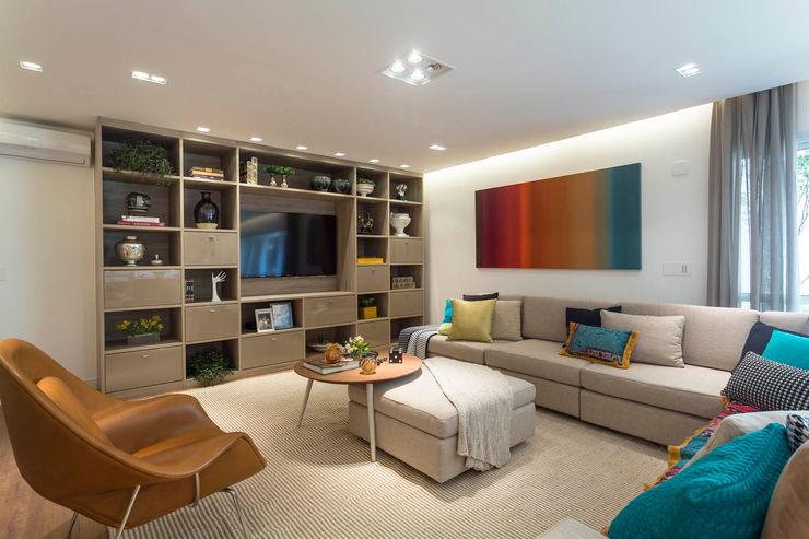 Camila Giongo Arquitetas Associadas - Decoração de Interiores ME Modern Oturma Odası Ahşap Bej