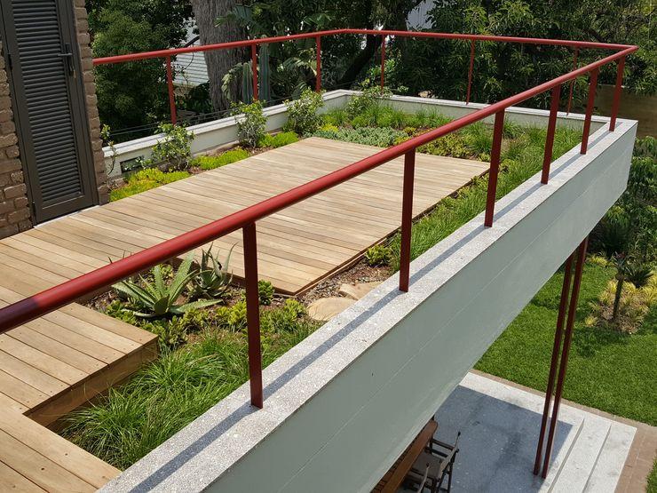 Human Voice Architects Moderner Balkon, Veranda & Terrasse
