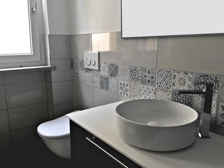 Aulaquattro Baños de estilo moderno Azulejos Beige