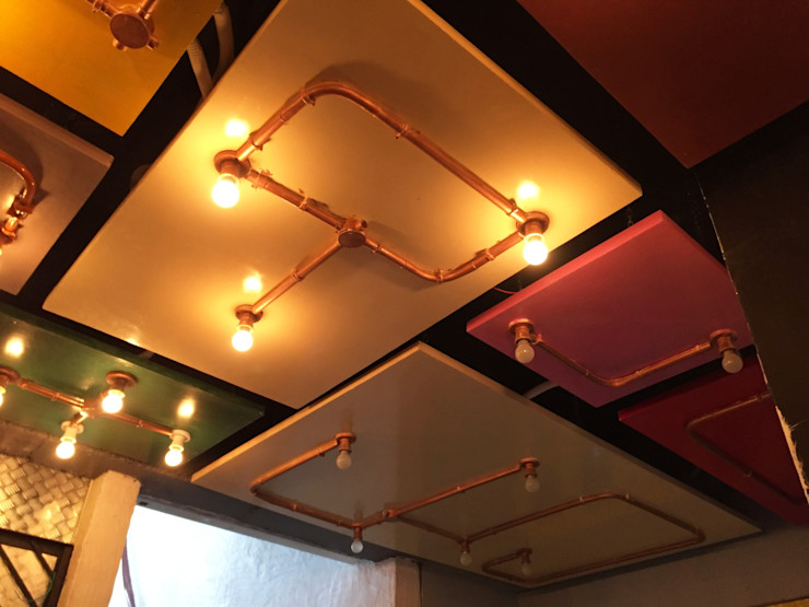 RESTO-LOUNGE : RANJIT AVENUE TULI ARCHITECTS AND ENGINEERS Bars & clubs Copper/Bronze/Brass Metallic/Silver
