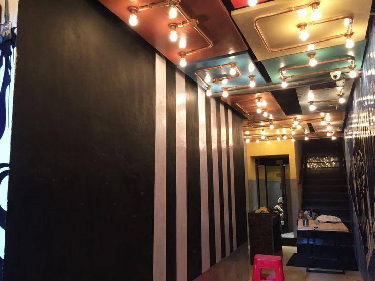 RESTO-LOUNGE : RANJIT AVENUE TULI ARCHITECTS AND ENGINEERS Bars & clubs Aluminium/Zinc Multicolored