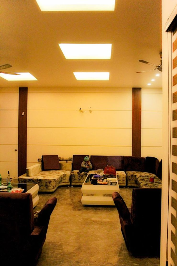 RESIDENCE : AMRITSAR TULI ARCHITECTS AND ENGINEERS Modern Living Room Engineered Wood Purple/Violet