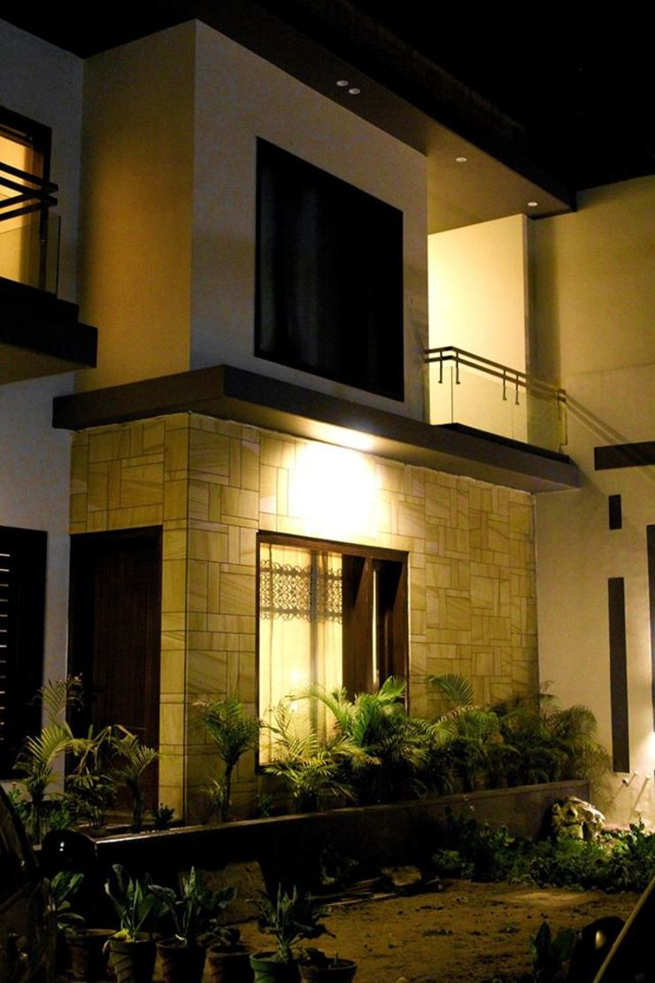RESIDENCE : AMRITSAR TULI ARCHITECTS AND ENGINEERS Modern Houses Stone Amber/Gold