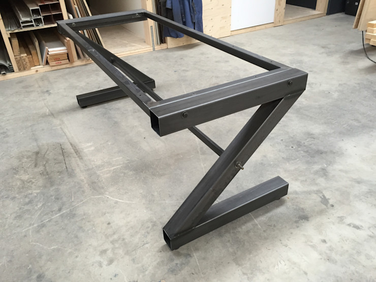 WE-Maatdesign Living roomSide tables & trays الحديد / الصلب Black