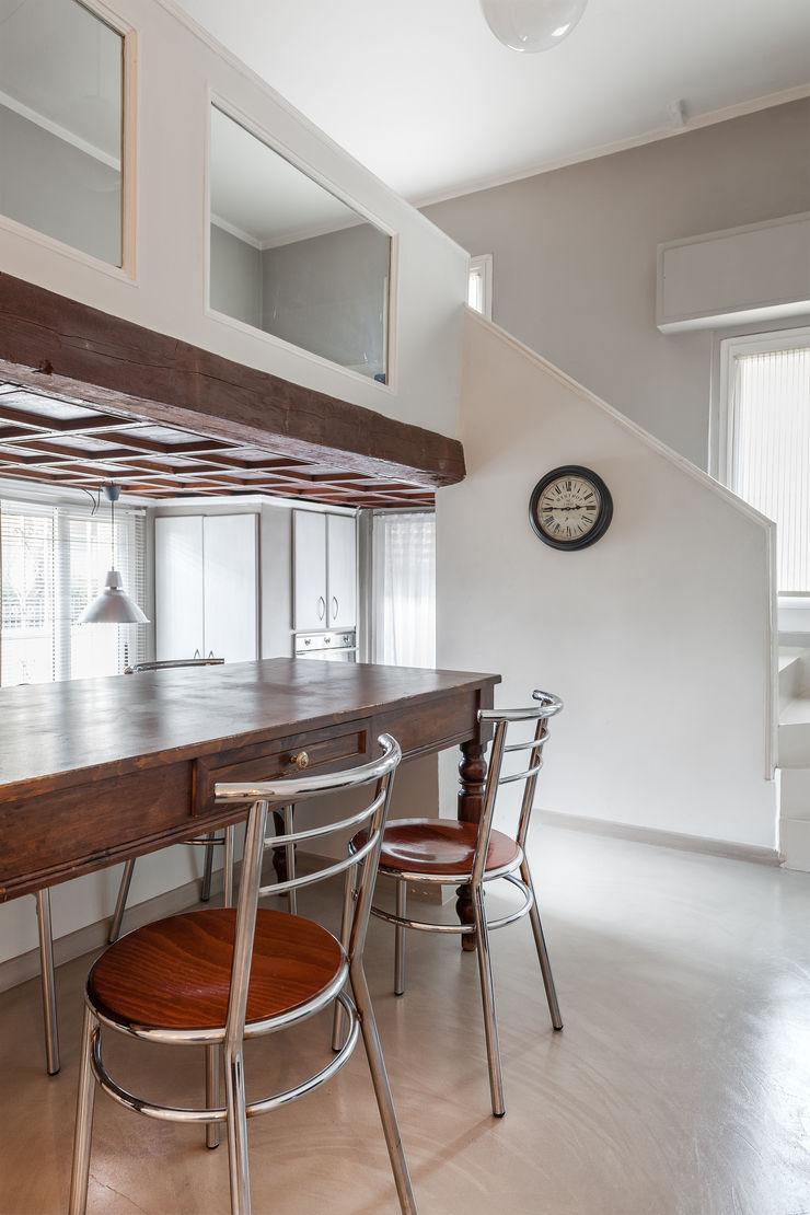 Appartamento privato a Brescia Resin srl Pareti & Pavimenti in stile moderno