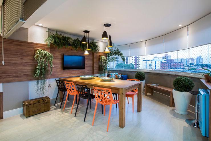 Varanda integrada Amanda Pinheiro Design de interiores Varandas, alpendres e terraços modernos Madeira Multi colorido