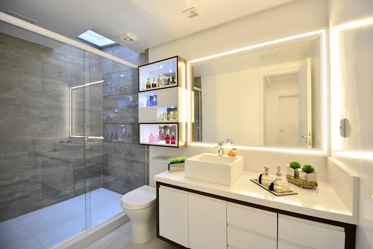 Graça Brenner Arquitetura e Interiores BathroomMedicine cabinets MDF Grey