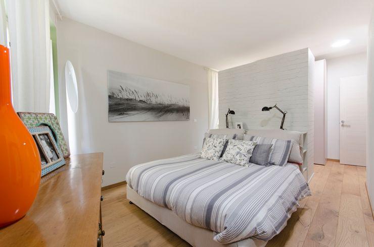 casa GAM AMBROGIO BARBIERI ARCHITETTI Camera da letto moderna