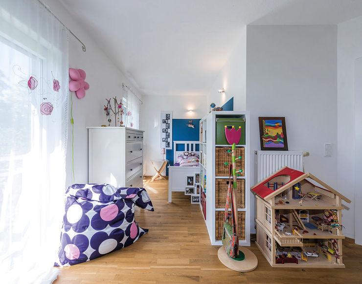 KitzlingerHaus GmbH & Co. KG Dormitorios infantiles de estilo moderno Blanco