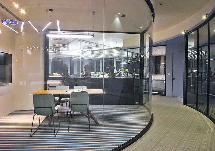直譯空間設計有限公司 Modern offices & stores Purple/Violet