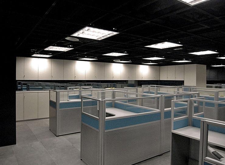 直譯空間設計有限公司 Modern offices & stores Black