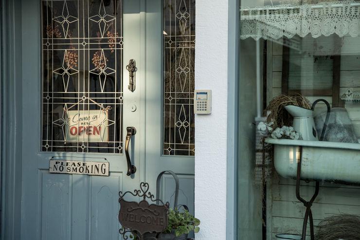 直譯空間設計有限公司 Country style offices & stores White