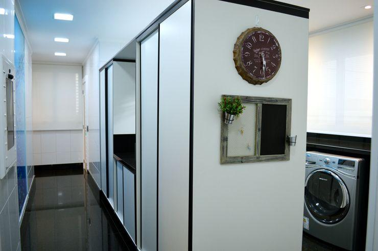 Adriana Scartaris: Design e Interiores em São Paulo Modern kitchen