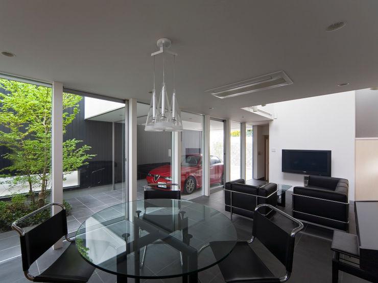 樋口章建築アトリエ Modern windows & doors Tiles Black