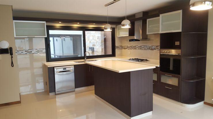 Arquitecto Oscar Alvarez 現代廚房設計點子、靈感&圖片