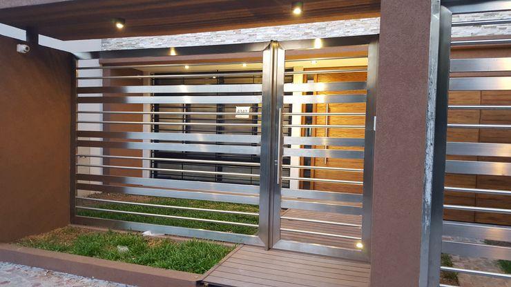 Arquitecto Oscar Alvarez Casas de estilo moderno