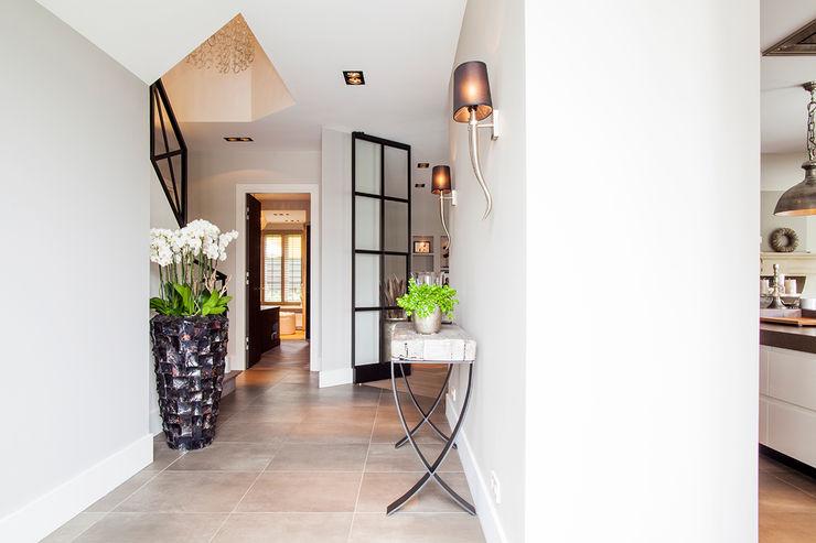 Wood Creations Pasillos, vestíbulos y escaleras rurales