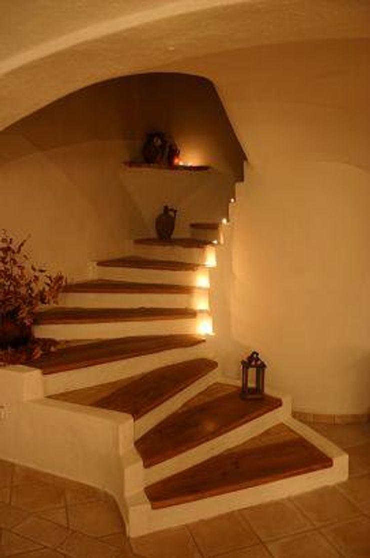 CASA Santa Barbara Śródziemnomorski korytarz, przedpokój i schody Cegły