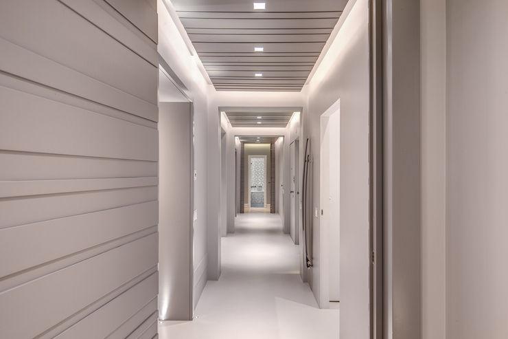GERMANICO MOB ARCHITECTS Ingresso, Corridoio & Scale in stile moderno