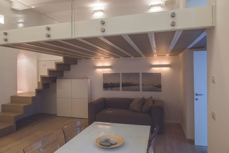 LOFT A ROMA STUDIO ACRIVOULIS Architettra + Interior Design Soggiorno moderno
