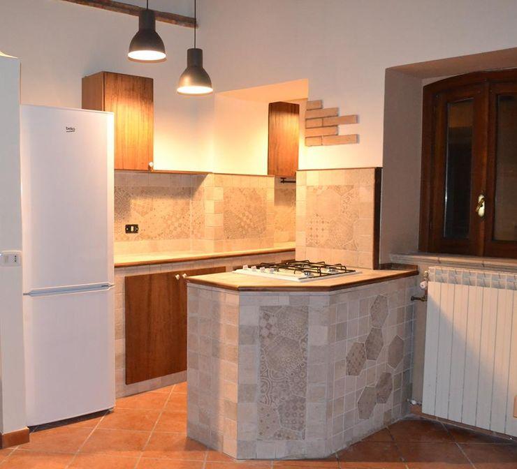 """Una """"grande"""" cucina in un piccolo spazio! T.A. arredo_arredamento su misura Cucina minimalista"""