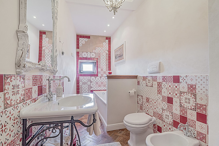 homify Classic style bathrooms