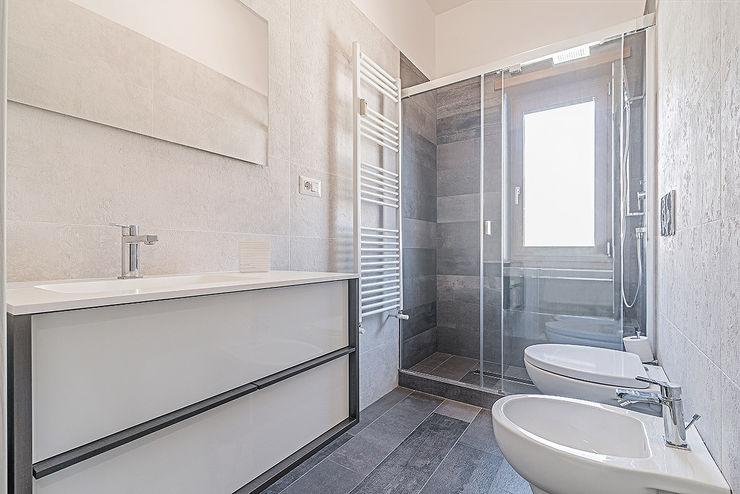 Facile Ristrutturare Modern style bathrooms