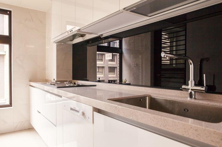 双設計建築室內總研所 Scandinavian style kitchen