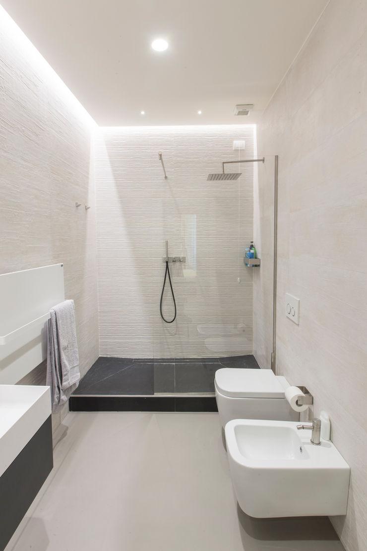 bagno Resin srl Pareti & Pavimenti in stile moderno