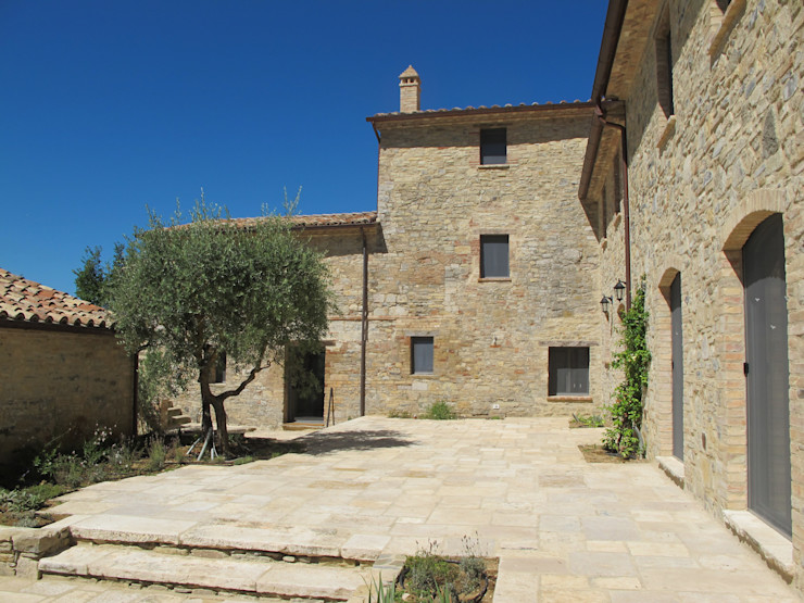 marco carlini architetto Country style houses Stone Amber/Gold