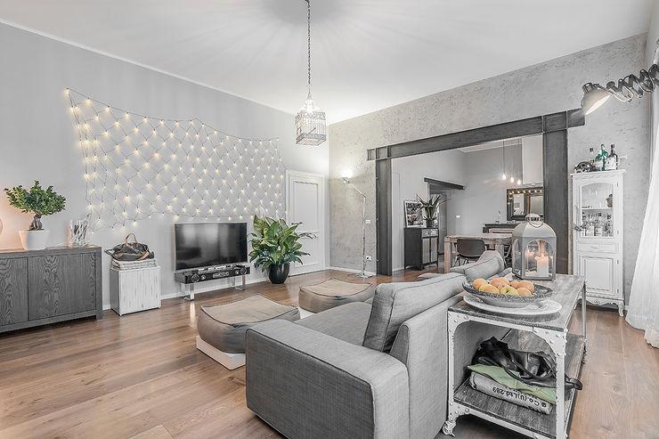 Facile Ristrutturare Moderne Wohnzimmer