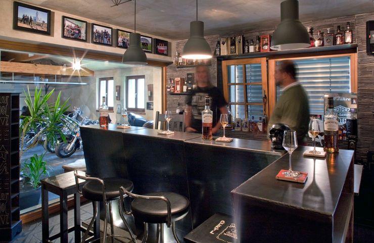 w. raum Architektur + Innenarchitektur Eclectic style wine cellar