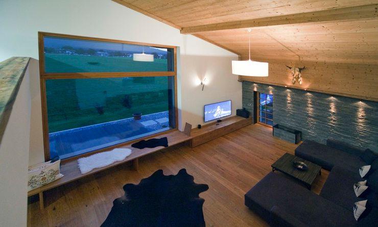 w. raum Architektur + Innenarchitektur Eclectic style living room
