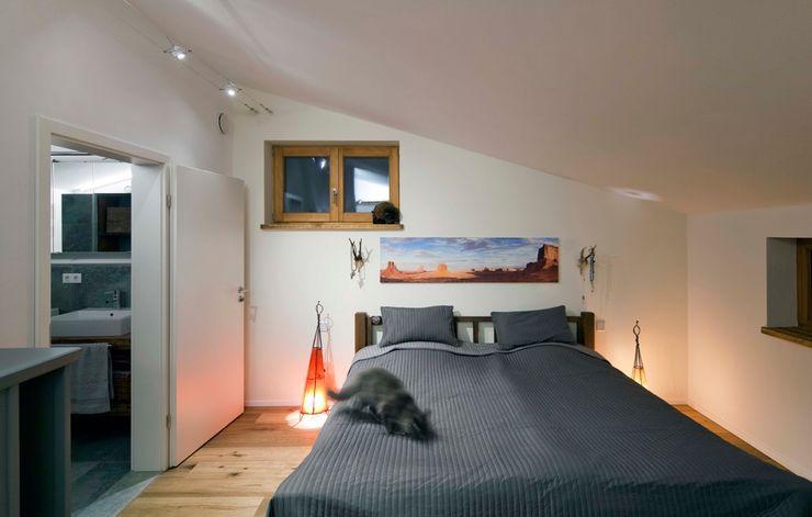 w. raum Architektur + Innenarchitektur Eclectic style bedroom