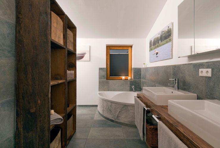 w. raum Architektur + Innenarchitektur Eclectic style bathroom