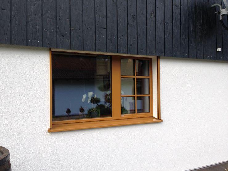 w. raum Architektur + Innenarchitektur Eclectic style windows & doors