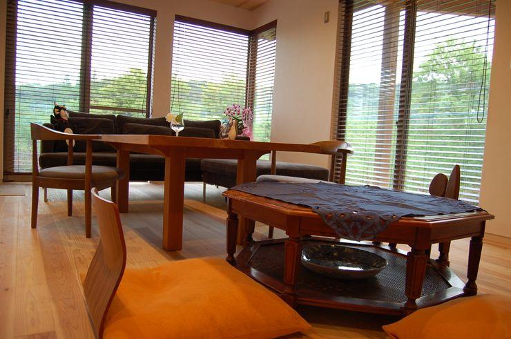 環アソシエイツ・高岸設計室 Living roomSofas & armchairs Wood
