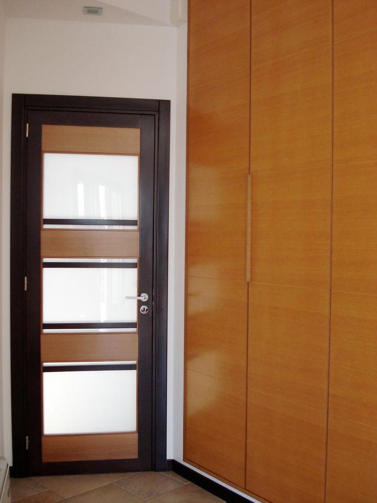 deuren en ingebouwde kast MEF Architect EetkamerKasten & dressoirs Hout Amber / Goud