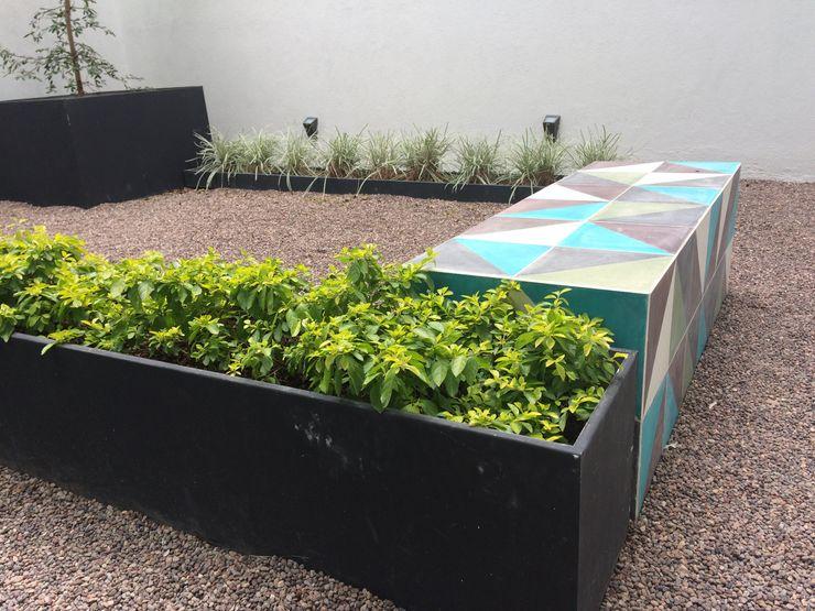 homify Modern Garden Tiles Green
