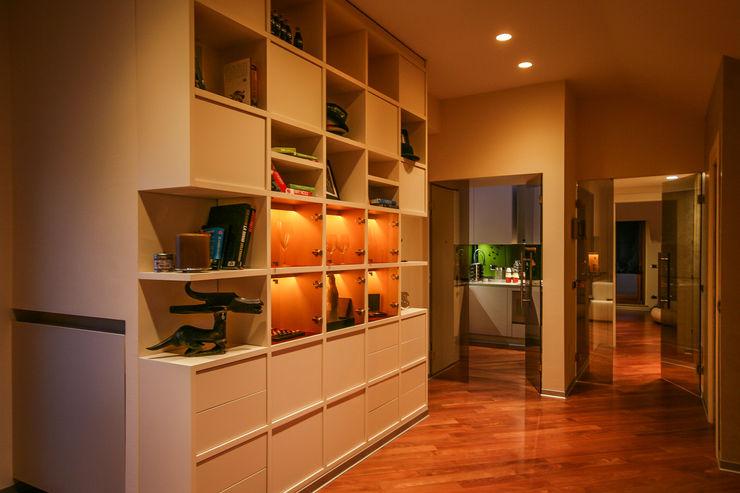 RIFLESSI & RELAX davide pavanello _ spazi forme segni visioni Ingresso, Corridoio & Scale in stile moderno