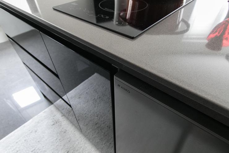 NATURALLY 璞碩室內裝修設計工程有限公司 現代廚房設計點子、靈感&圖片 玻璃 Black